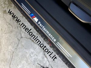 COPPIA BATTITACCO ANTERIORE A LED ILLUMINATO LOGO BMW M PERFORMANCE